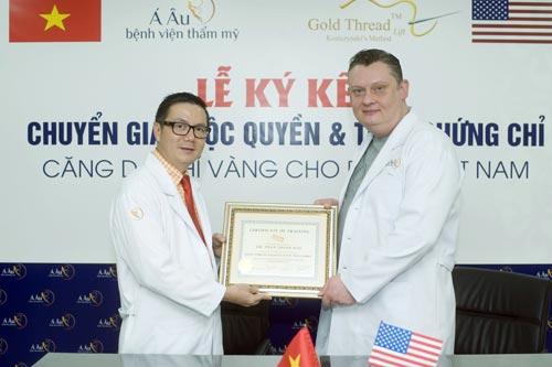 Ký kết chuyển giao độc quyền và trao chứng chỉ Căng da chỉ vàng duy nhất cho Bệnh Viện Thẩm mỹ Á Âu