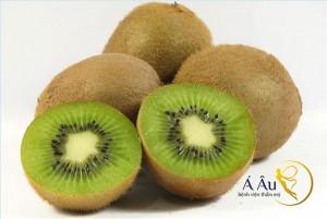 Kiwi là loại quả có khả năng làm căng da mặt hiệu quả và nhanh chóng.