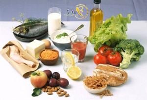 Chế độ ăn uống đầy đủ chất dinh dưỡng và khoa học sẽ giúp da mặt được mịn màng hơn.