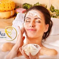 Tẩy da chết là bước đầu quan trọng trong liệu trình phục hồi da mặt.