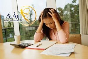 Stress, yếu tố tâm lý, môi trường là những yếu tố khiến làn da mặt bị lão hóa.
