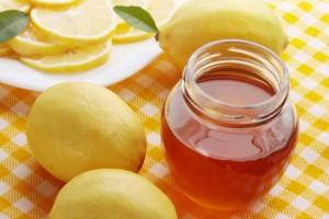 Mật ong và chanh là cách dưỡng trắng da mặt nhiều người áp dụng