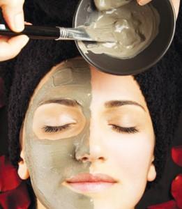 Đắp mặt nạ đất sét giúp trẻ hóa da mặt rất hiệu quả