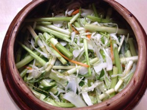 Bổ sung vào thực đơn món bắp cải muối là cách làm trẻ hóa da mặt từ bên trong