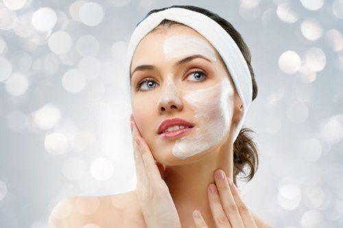 Rửa mặt sạch là bước đầu tiên để chăm sóc da mặt