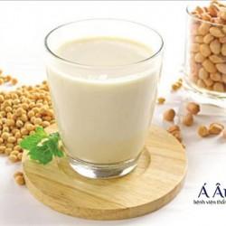 Đậu nành không chỉ là thực phẩm giàu dinh dưỡng mà còn có tác dụng căng da hiệu quả.