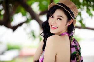 Julia Hồ thường xuyên tắm trắng toàn thân bằng cam+ sữa tươi