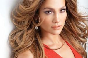 Jennifer Lopez thường xuyên sử dụng kem chống nắng để bảo vệ da