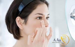 Bạn nên thoa kem tán đều khuôn mặt để có hiệu quả căng da mặt ưu việt nhất.