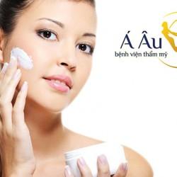 Phụ nữ nên giành thời gian chăm sóc da mặt ngay từ sớm.