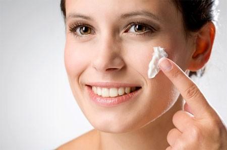 Sử dụng kem làm mịn da mặt có thực sự hiệu quả và an toàn?