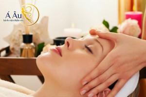 Massage là bước chăm sóc cơ bản để làn da luôn căng mịn
