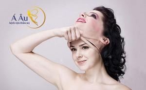 Với mong muốn níu giữ tuổi thanh xuân, nhiều chị em đã tìm đến phương pháp căng da mặt.
