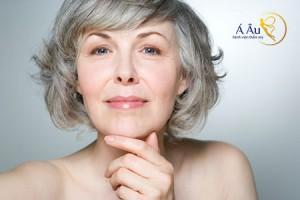 Phương pháp nào có thể giúp chị em xóa bỏ nếp nhăn mà vẫn giữ được nét tươi trẻ, tự nhiên trên khuôn mặt?