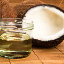 Làm căng da mặt bằng dầu dừa